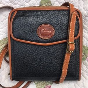 VTG Dooney & Bourke AWL Black Zip Wallet
